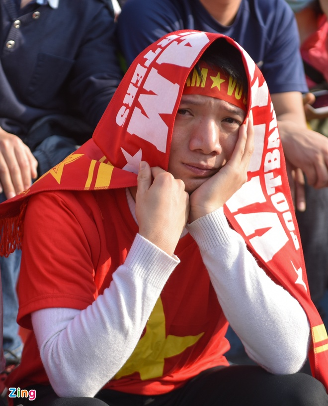 Nguoi ham mo om nhau nhay mua khi U23 Viet Nam danh bai U23 Qatar hinh anh 53