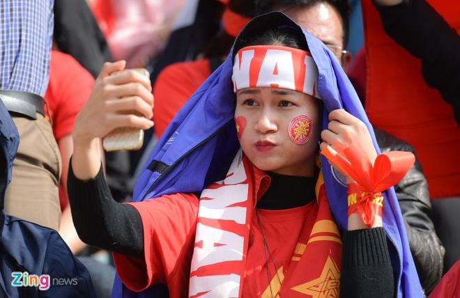 Nguoi ham mo om nhau nhay mua khi U23 Viet Nam danh bai U23 Qatar hinh anh 21
