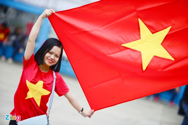 Nguoi ham mo om nhau nhay mua khi U23 Viet Nam danh bai U23 Qatar hinh anh 26