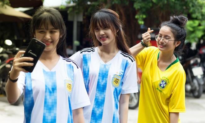 Nhieu thieu nu xinh dep tai cuoc thi anh 'Song cung World Cup' hinh anh