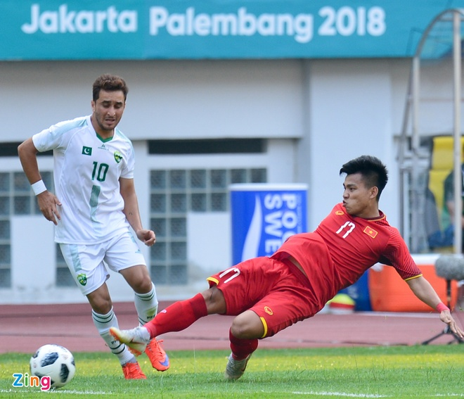 Olympic VN 3-0 Olympic Pakistan: Cong Phuong da hong 2 qua penalty hinh anh 22