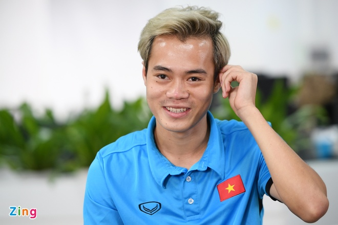 Quang Hai mat ngu vi sut truot 11 m, Van Toan thich nhuom toc mau khoi hinh anh 19