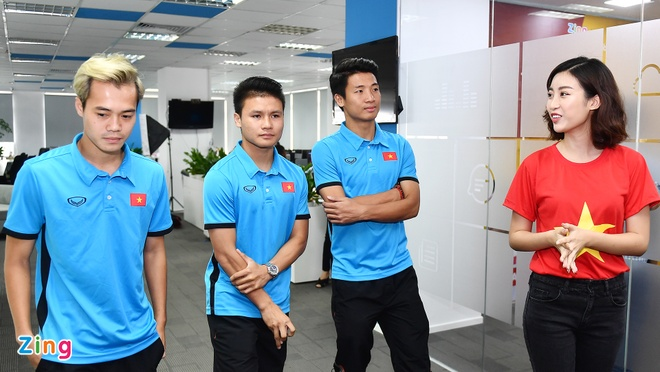 Quang Hai mat ngu vi sut truot 11 m, Van Toan thich nhuom toc mau khoi hinh anh 18