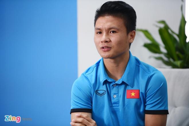 Quang Hai mat ngu vi sut truot 11 m, Van Toan thich nhuom toc mau khoi hinh anh 4