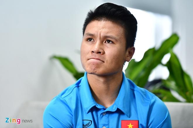 Quang Hai mat ngu vi sut truot 11 m, Van Toan thich nhuom toc mau khoi hinh anh 9