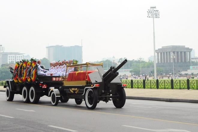 Doan xe dua linh cuu Chu tich nuoc Tran Dai Quang qua cac tuyen pho hinh anh