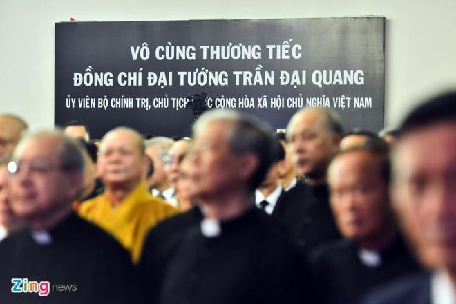 Xe tang dua linh cuu Chu tich nuoc Tran Dai Quang ve que hinh anh 26