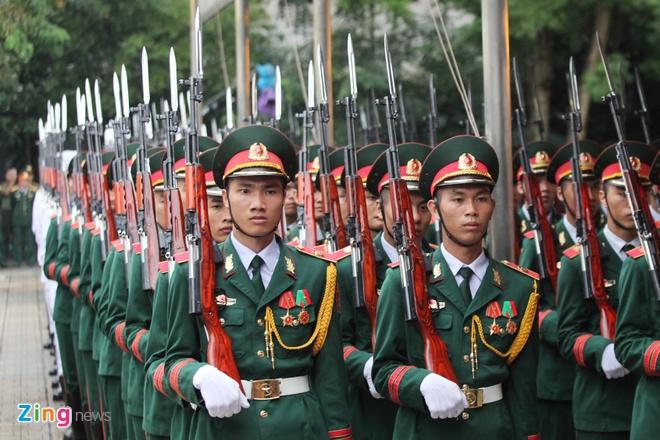 Xe tang dua linh cuu Chu tich nuoc Tran Dai Quang ve que hinh anh 14