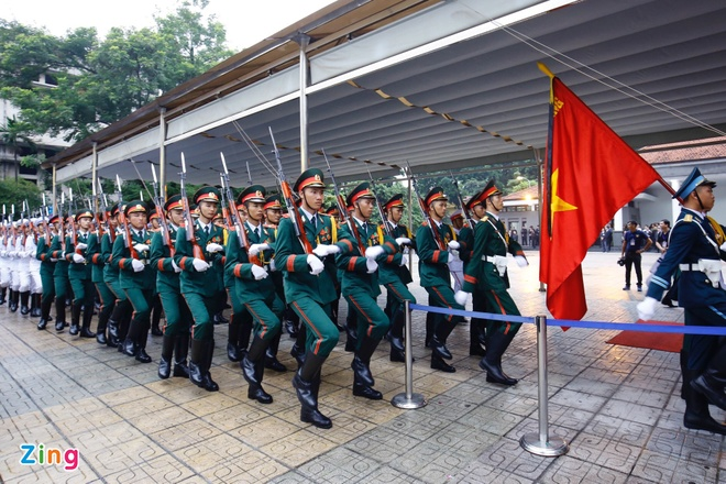 Xe tang dua linh cuu Chu tich nuoc Tran Dai Quang ve que hinh anh 15