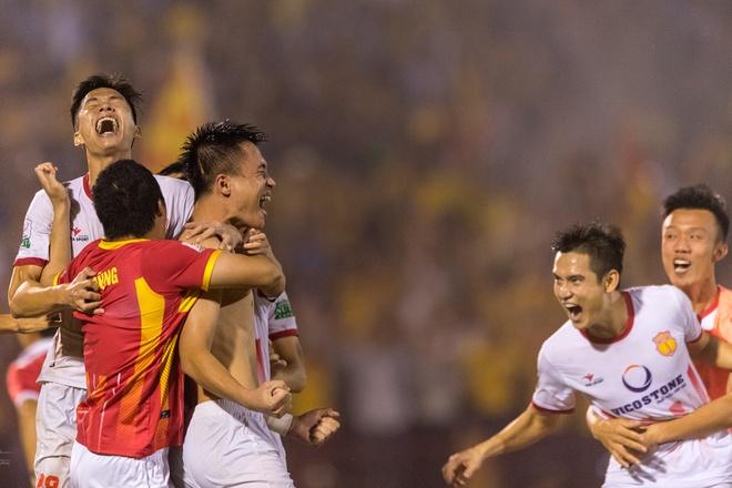 Khoanh khac an tuong trong tran play-off giua Nam Dinh va Ha Noi B hinh anh