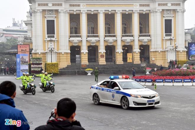 Doan xe ong Kim Jong Un ve toi khach san Melia hinh anh 24