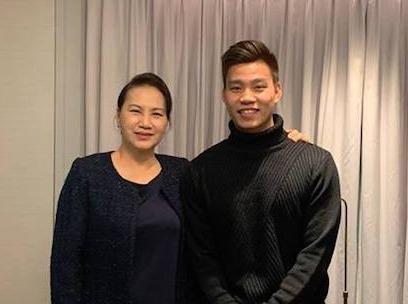 Chu tich Quoc hoi cung Van Thanh co vu DTVN tu Han Quoc hinh anh