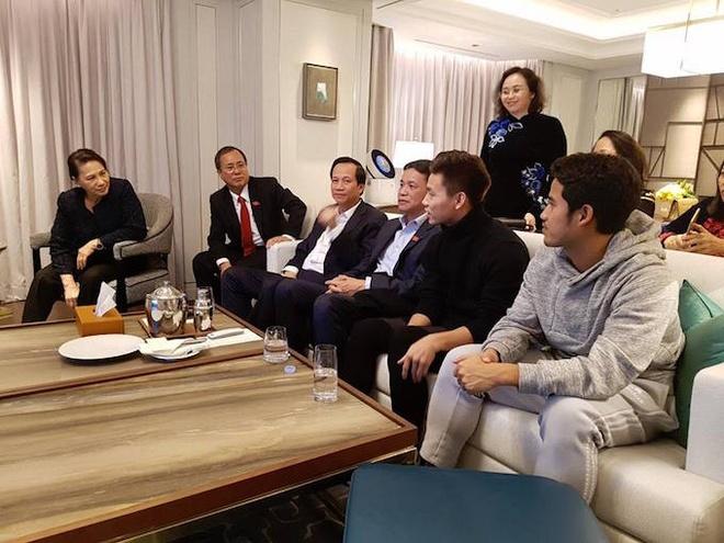 Chu tich Quoc hoi cung Van Thanh co vu DTVN tu Han Quoc hinh anh 1