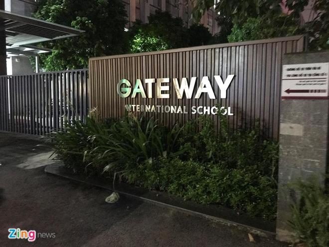 Nam sinh lop 1 truong Gateway tu vong vi bi bo quen tren oto? hinh anh 3