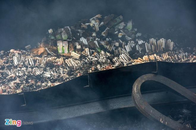 Lo ngại thủy ngân rò rỉ sau vụ cháy Công ty Rạng Đông