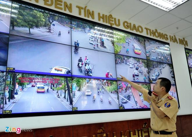 Một phòng điểu khiển camera giao thông của Công an Hà Nội. Ảnh: C.K.