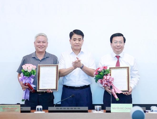 Tân Giám đốc Sở Xây dựng Võ Nguyên Phong (phải). Ảnh: HNP.