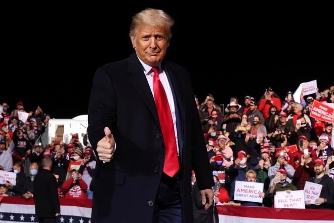 Trump dang thang the anh 1