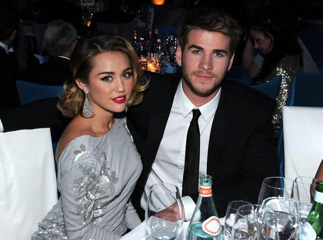 thoi trang cua Miley Cyrus va Liam Hemsworth anh 1