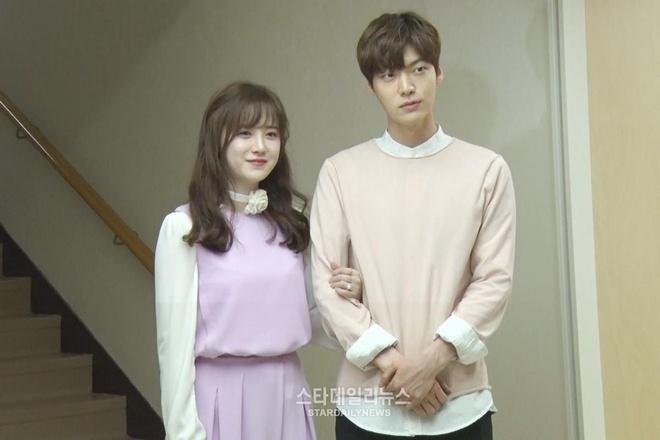 Thoi con ngon tinh, Goo Hye Sun - Ahn Jae Hyun hiem khi mac do doi hinh anh 1