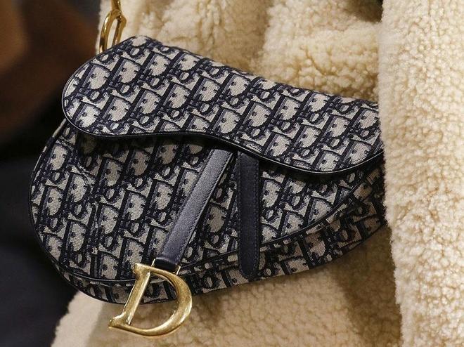 Tui Dior Saddle gia hon 3.000 USD duoc tao ra nhu the nao? hinh anh