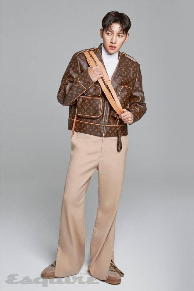Ji Chang Wook mac do Louis Vuitton xuat hien tren tap chi anh 2