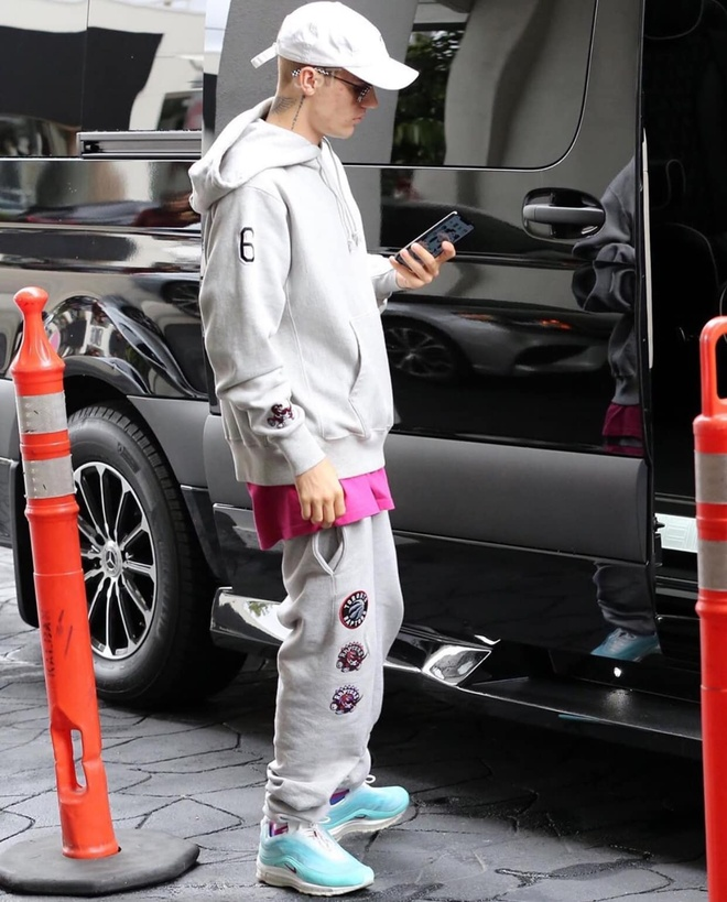 Sat ngay cuoi, Justin Bieber van an mac luom thuom ra duong hinh anh 2
