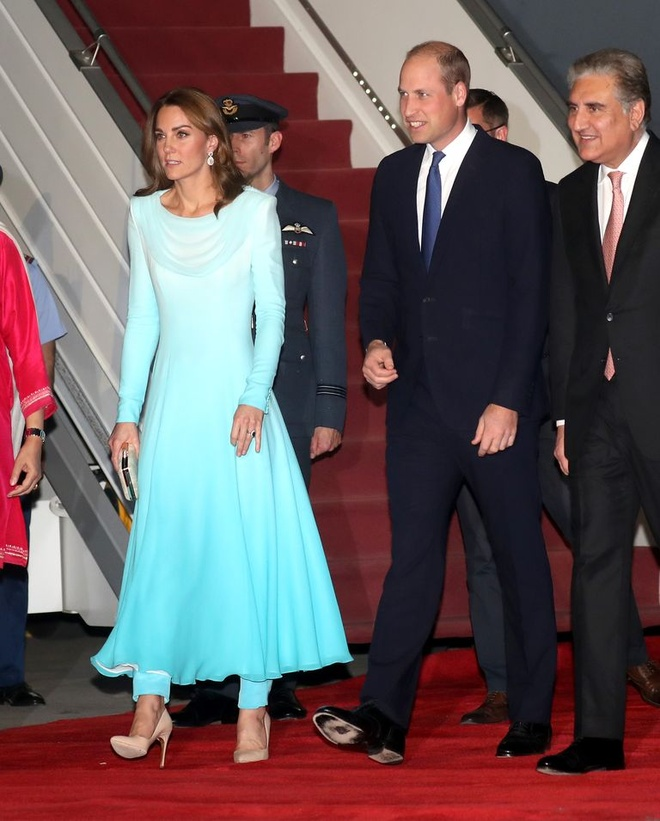 Kate Middleton dien do giong Cong nuong Diana khi den Pakistan hinh anh 1