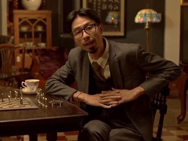 Den Vau an dien nhu tham tu Sherlock Holmes trong MV moi hinh anh