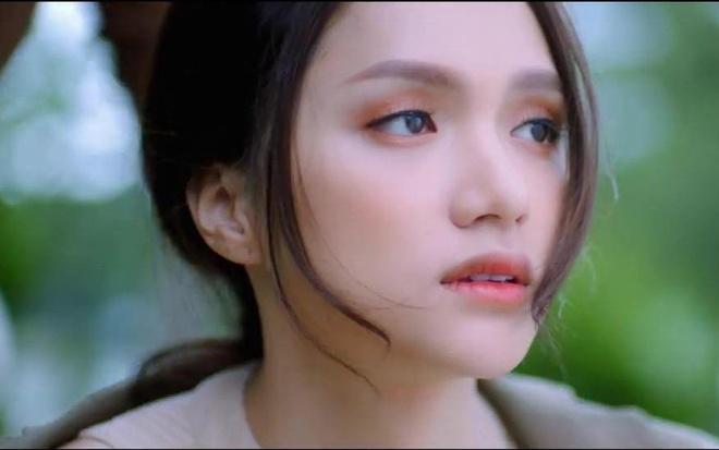 Huong Giang co ban trai moi trong MV 'Anh ta bo em roi' hinh anh