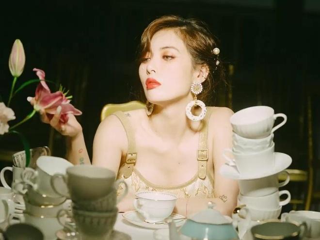 HyunA thay doi phong cach trong MV 'Flower Shower' hinh anh