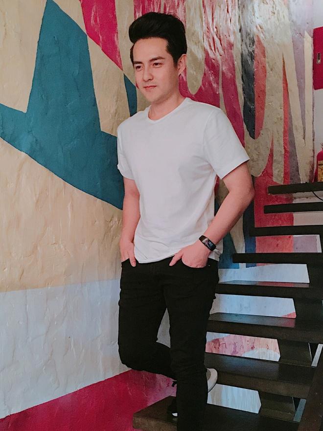 Phong cach thoi trang cua Ong Cao Thang it thay doi sau 10 nam hinh anh 4