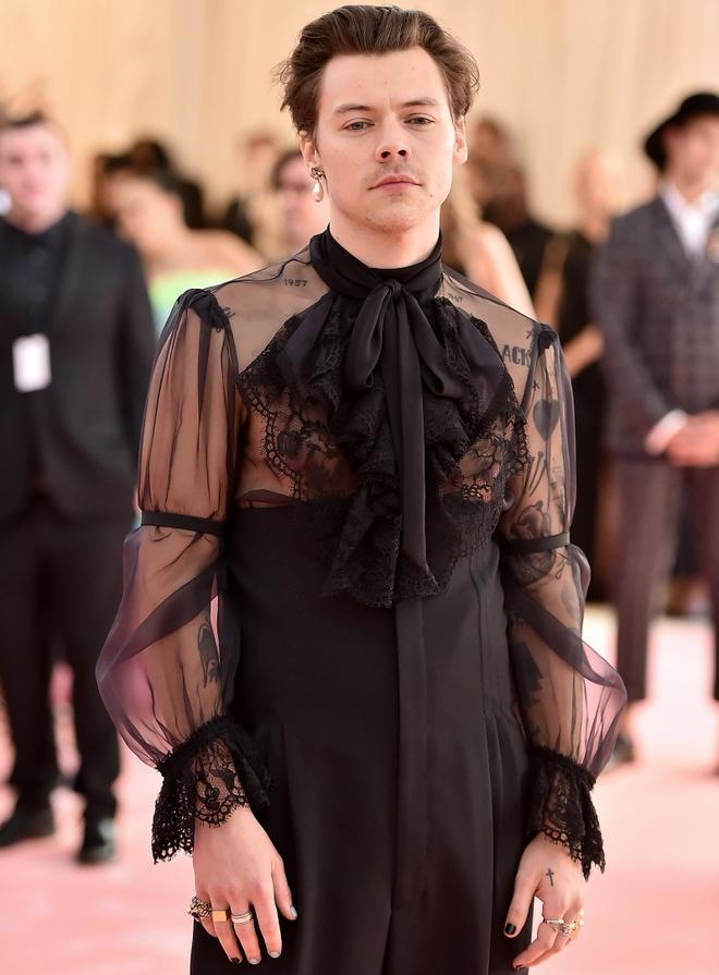 Harry Styles, Brad Pitt va loat sao nam Hollywood thich son mong tay hinh anh 3