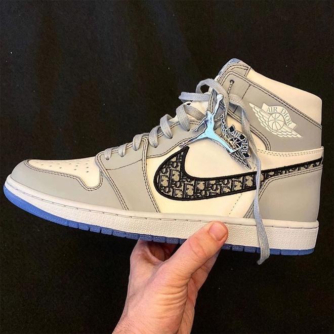 Nike ket hop voi Dior ra mat giay Jordan co gia 2.000 USD? hinh anh 2