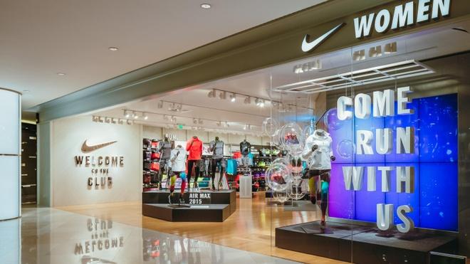 Nike ung ho 15 trieu USD, van tra luong du cho nhan vien khi dong cua hinh anh 1 nike.jpg