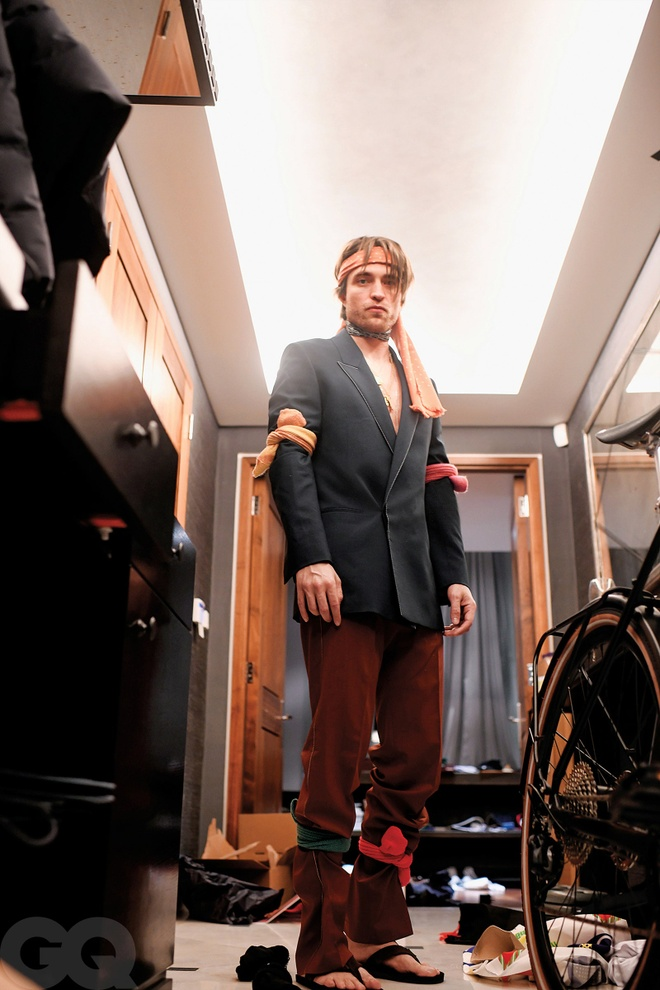 Robert Pattinson GQ anh 2
