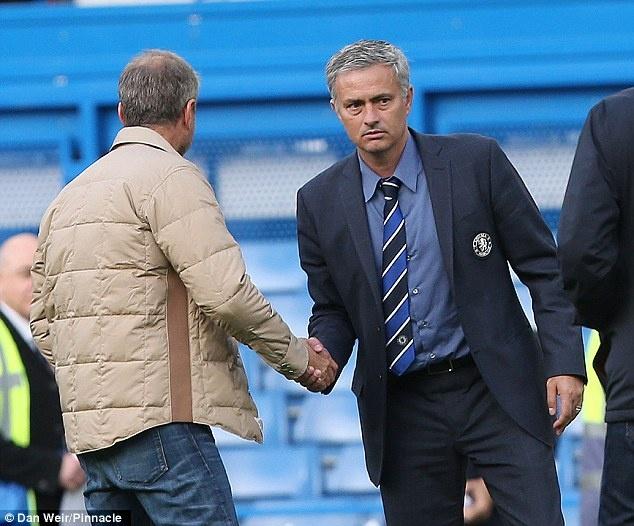 Mourinho xin y kien loai cau thu tu Abramovich hinh anh