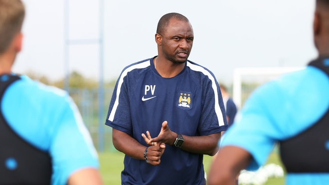 Patrick Vieira tro thanh HLV doi bong co Lampard va Pirlo hinh anh