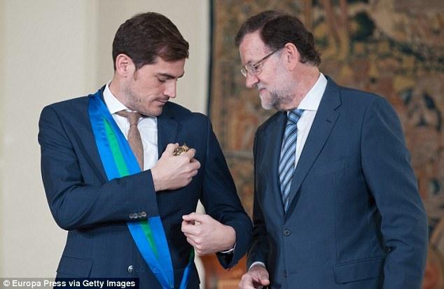 Casillas duoc Hoang gia Tay Ban Nha ton vinh hinh anh 1