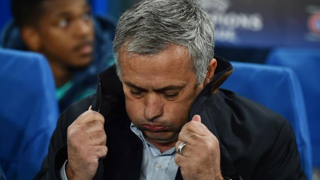 HLV Mourinho tam thoi giu duoc ghe nong hinh anh