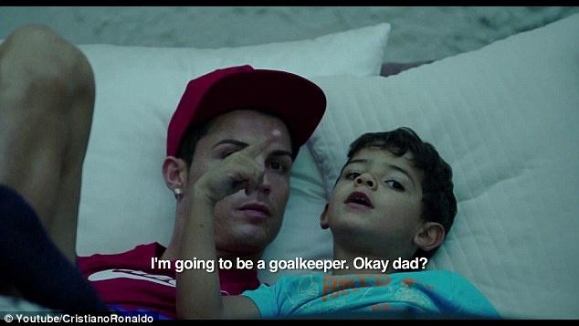 Phim cua Ronaldo nhac den MU voi thoi luong it oi hinh anh