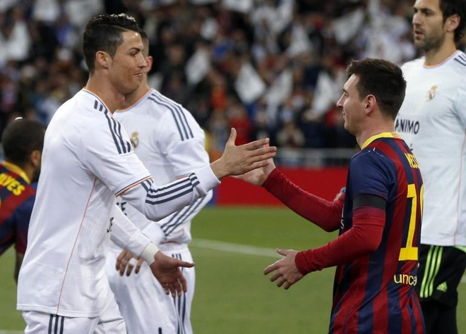 Ronaldo tin Qua bong vang kho thoat khoi Messi hinh anh 1