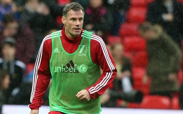 Jamie Carragher phan ung khi CDV MU la o o san Old Trafford hinh anh