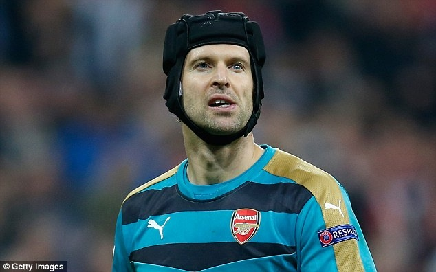 Petr Cech muon tu bo mu bao hiem 9 nam gan bo voi anh hinh anh