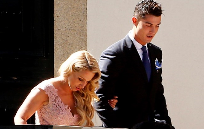 Ronaldo hen ho voi con gai cua sieu co Jorge Mendes hinh anh
