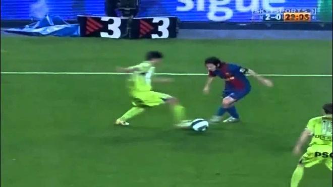 Pha solo ghi ban tu giua san cua Messi goi nho Maradona hinh anh