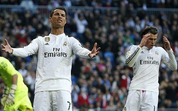 Ronaldo doi penalty va phot lo ban thang cua Benzema hinh anh