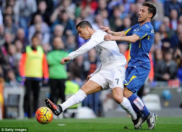 Ronaldo pha vo thanh tich ghi ban cua Hugo Sanchez hinh anh