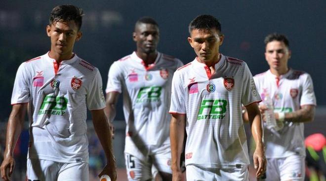 'Messi Thai' co the phai choi o hang nhat nam sau hinh anh