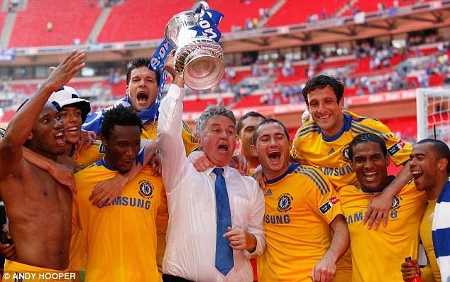 Guus Hiddink da toi London de dam phan voi Chelsea hinh anh